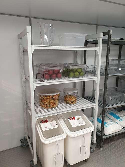 JUMA Kühlzelle - mit Einrichtung von Cambro